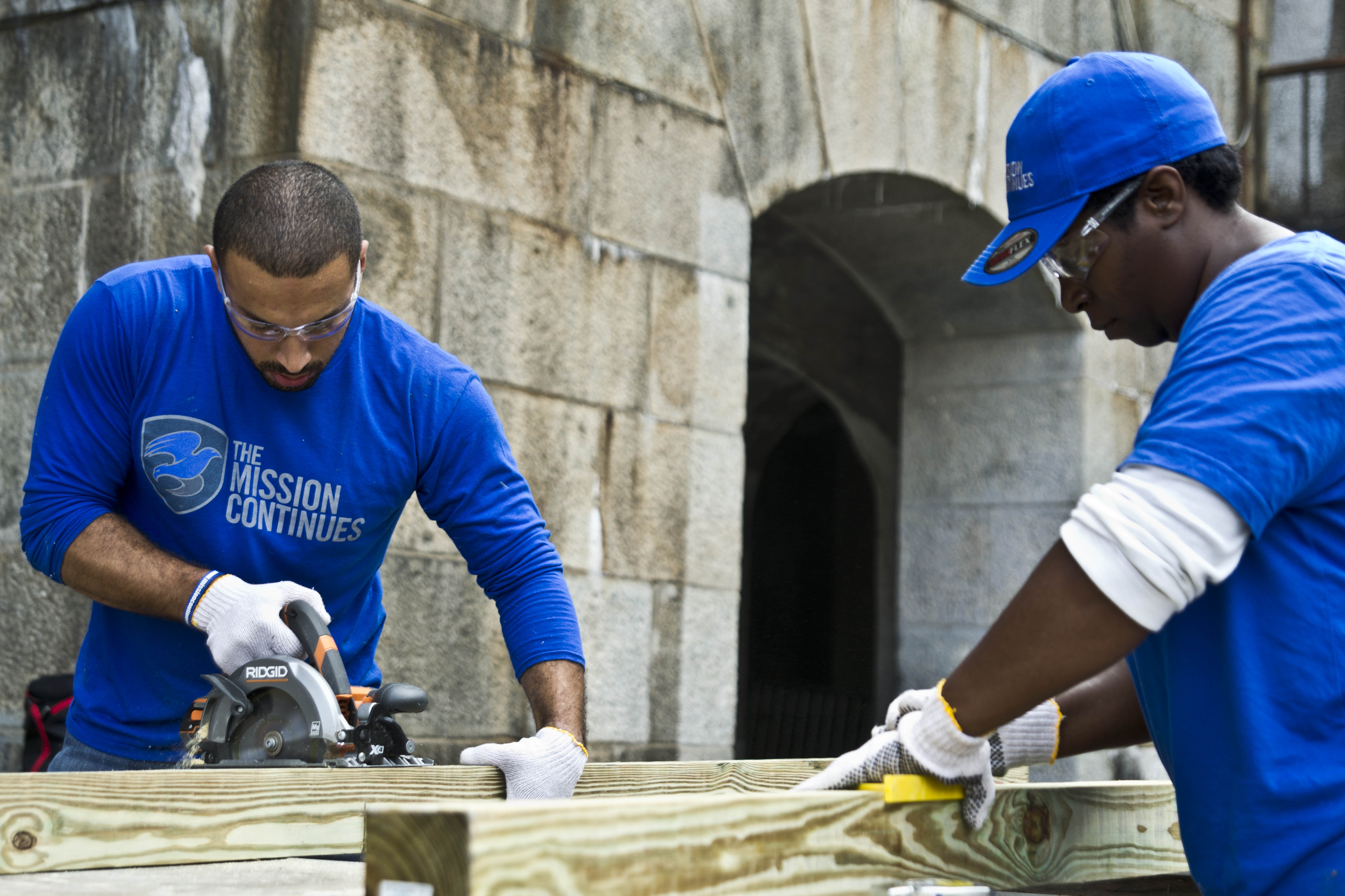 Platoon members construct benches at Ft. Wadsworth, September 11, 2015.